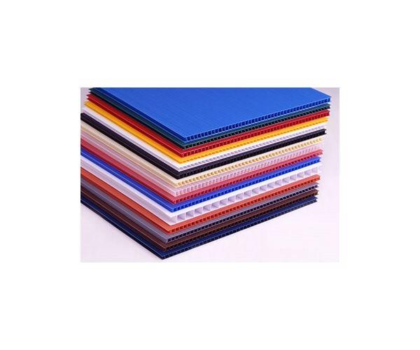 Placas de corrugado  de plástico para serigrafía  calibre 6mm. 1500g/m2 flauta abierta de 122x244cm