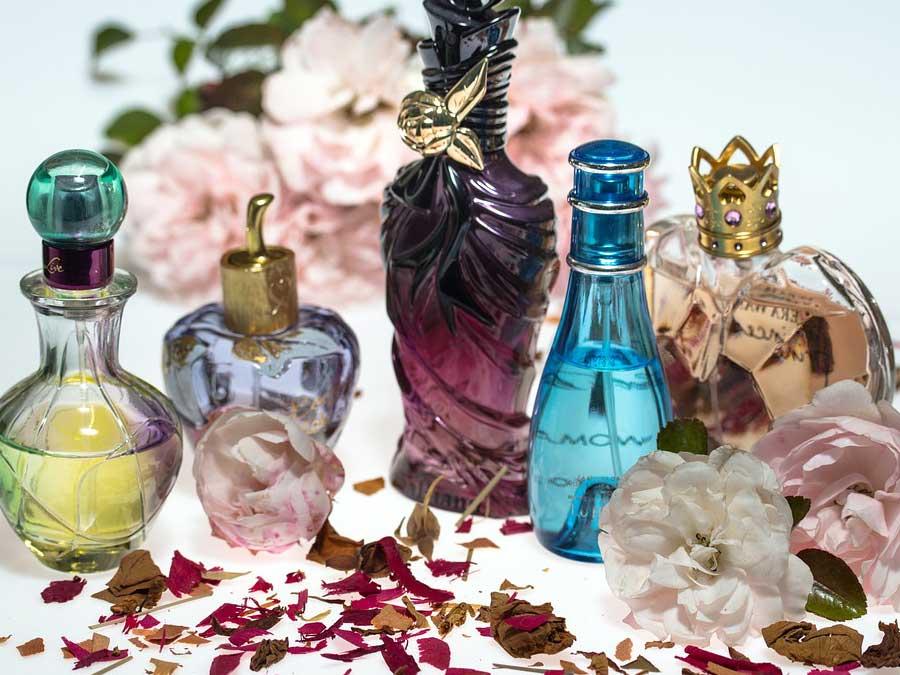 Menggunakan dan Menjaga Parfum