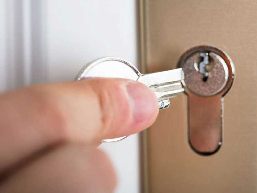 Mengeluarkan patahan kunci