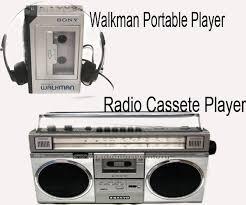 gramophone masih terbatas pada kalangan menengah atas saja.  Kaset diputar dengan tape, walkman