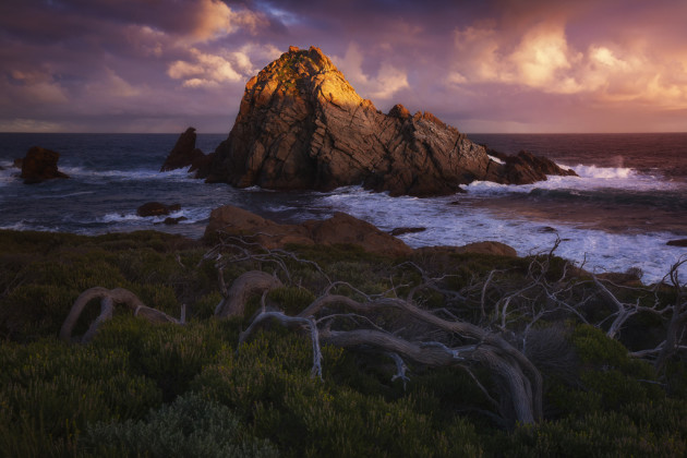 The first light of day reached over Cape Naturaliste to kiss the top of Sugarloaf Rock. Canon EOS 5D MK II, Canon 16-35mm f/2.8 @ 35mm, 1/10s @ f16, ISO 100.