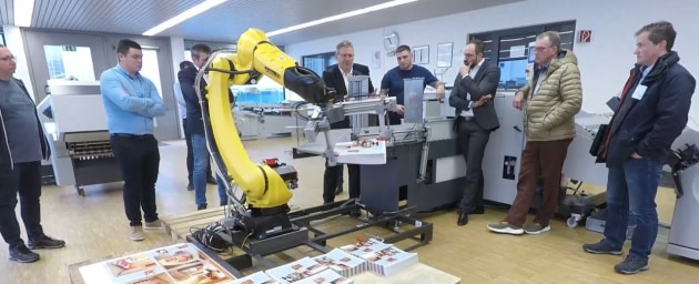 Robotics: The Stahlfolder now available with robots for delivery stacking