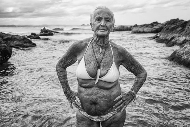 An image of a weathered beachgoer has won the national portrait gallerys peoples choice award in the 2015 national photographic portrait prize