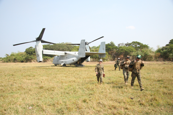 Australian and USMC personnel disembark from a USMC V-22 Osprey during Exercise Balikatan 15. Credit: Defence