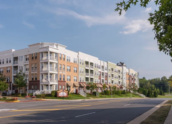 Ideal Commuter Location at The Ridgewood by Windsor, Fairfax, VA