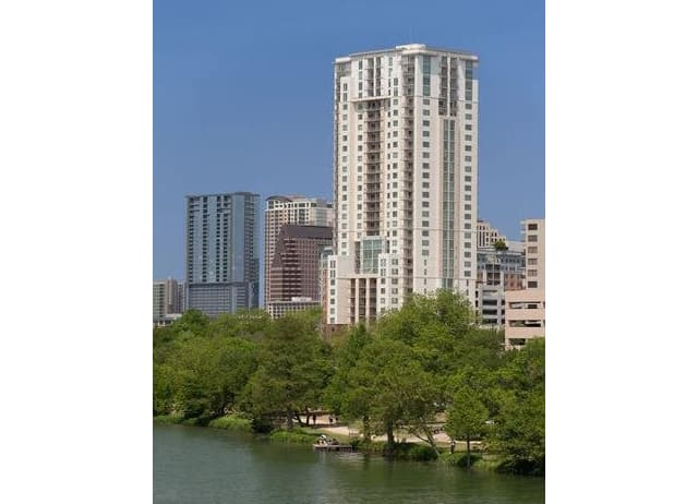 31 floor boutique high-rise featuring luxury apartments