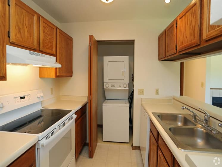 Modern Kitchen Appliances at Deer Run Apartments, Wisconsin, 53223