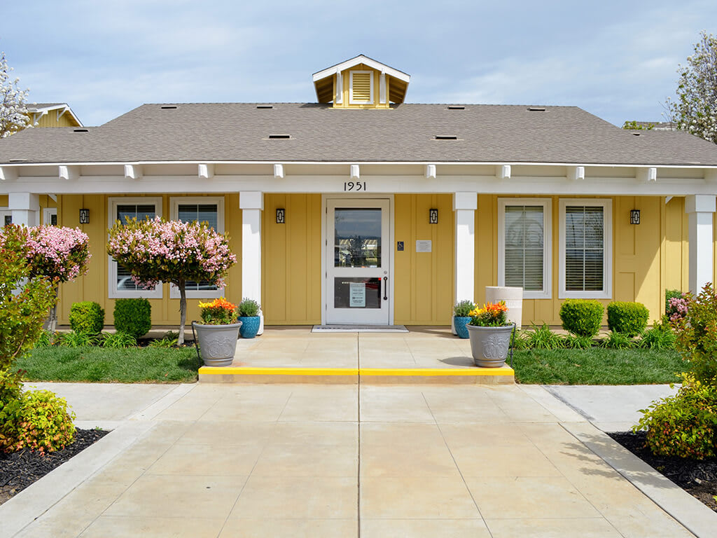 Beautiful Landscaping and Park-like Setting at Waterstone Apartment Homes, Tracy, California