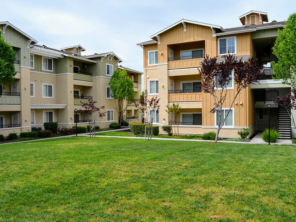 Specious Lawn at Waterstone Apartment Homes, California, 95377