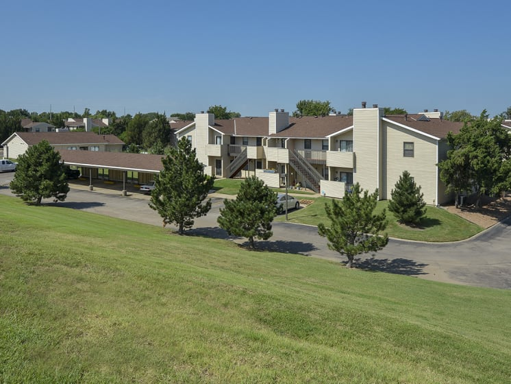 Mature Landscaping Around the Eagle Creek Community