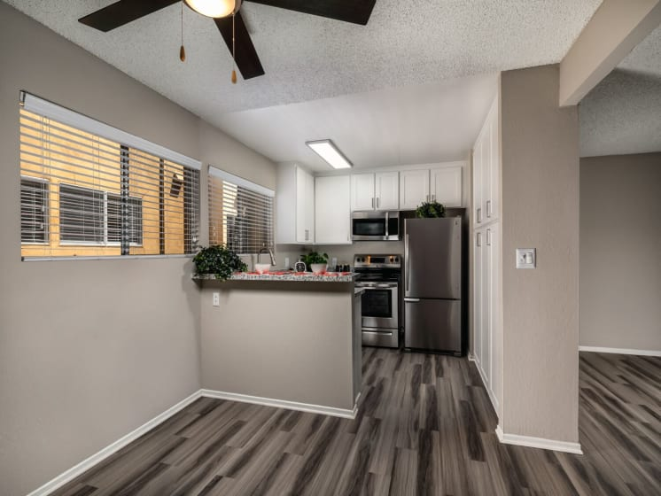 Kitchen Far View Corte Bella, Fountain Valley, 92708