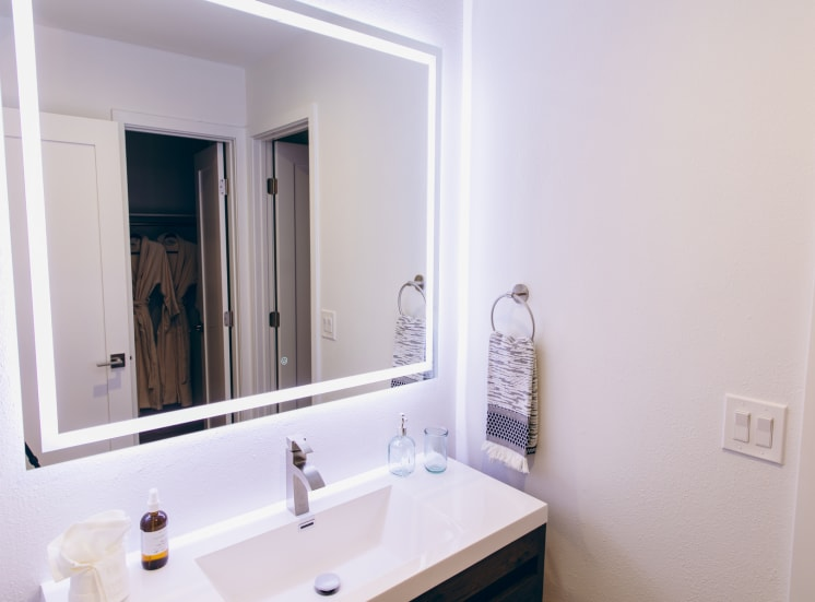 Single vanity area with led mirror lights