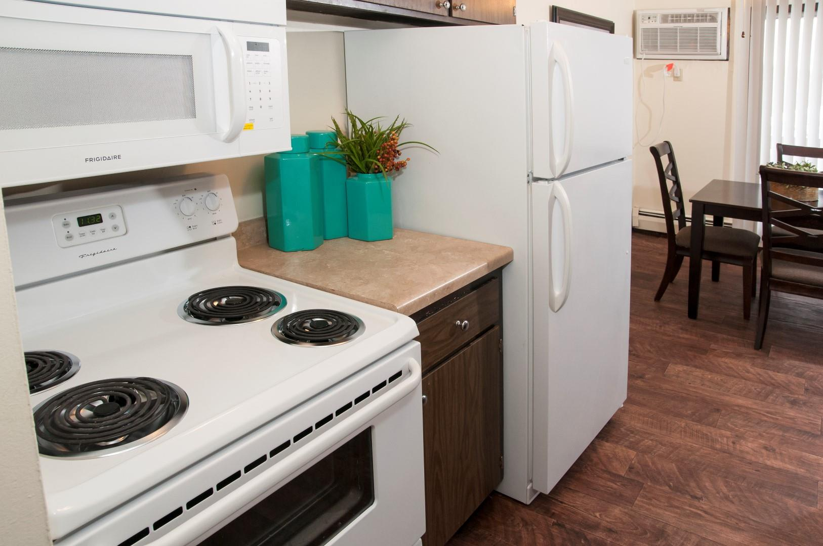 Gas Stove-top, Large Oven and Overhead Microwave Oven in Kitchen of Apartments in Burnsville MN