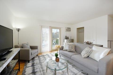 Atlantic Pointe Apartment Living Room