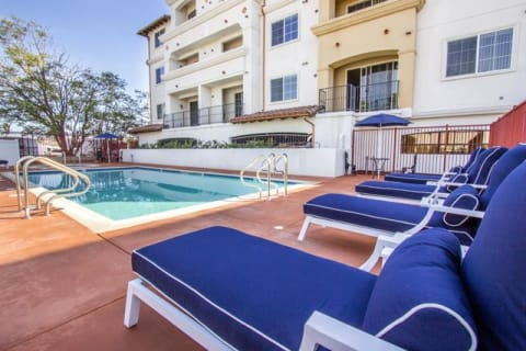 Pool Side Relaxing Area at Le Blanc Apartment Homes, California, 91304