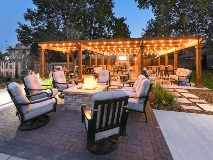 Outdoor Lounge Area With Fire-pit at Verdant Apartment Homes, Boulder
