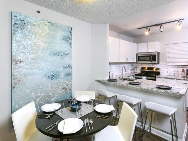 Eat-in Kitchen And Dining Table at Verdant Apartment Homes, Boulder, 80303