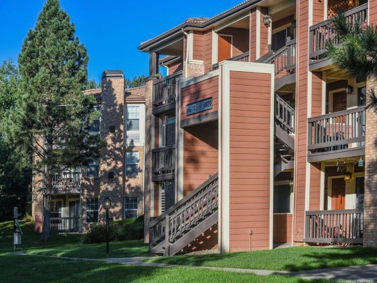 Exterior View of Building at Verdant Apartment Homes, Colorado