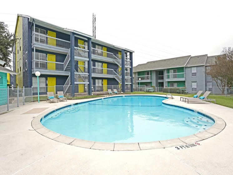 apartments near universal city tx with pool