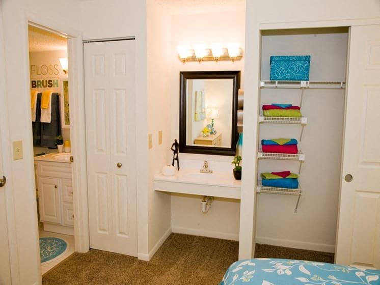 Comfortable Bedroom With Closet at Fox Run, Dayton
