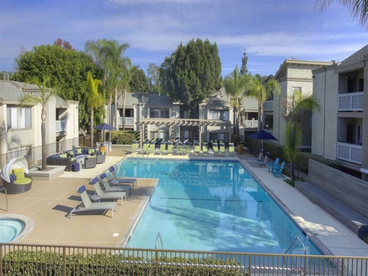 Pool Cabana & Outdoor Entertainment Barat The Verandas Apartments, 200 N. Grand Avenue, CA