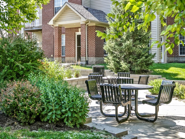 Relaxing Outdoor Lounge Area at Landings Apartments, The, Bellevue, 68123