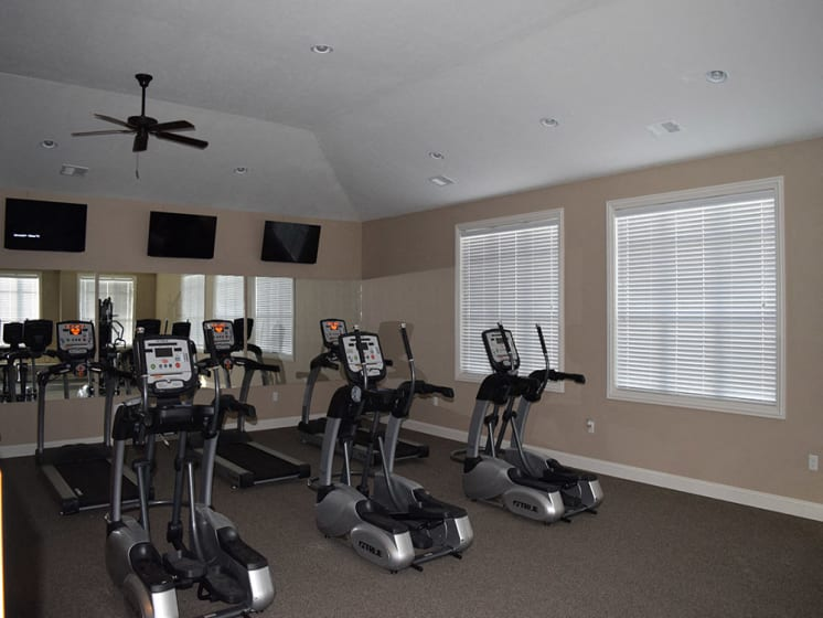 Fully Equipped Fitness Center at Stoney Pointe Apartment Homes, Kansas, 67226