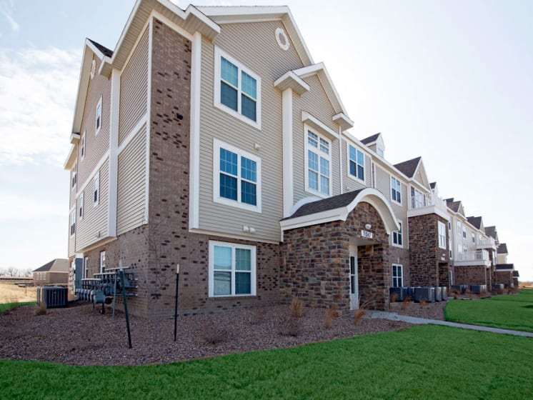 Landscaped Walkways at Stoney Pointe Apartment Homes, Wichita, KS