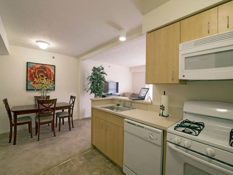 Kitchen and Dining Area at Stoney Pointe Apartment Homes, Wichita, KS