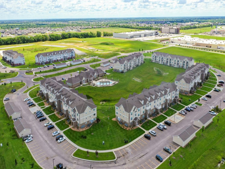 Acres of Green Landscaping at Stoney Pointe Apartment Homes, Kansas 67226