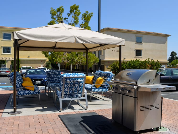 Gas Barbecues with Dining Area at Union Place Apartments, 92870, CA