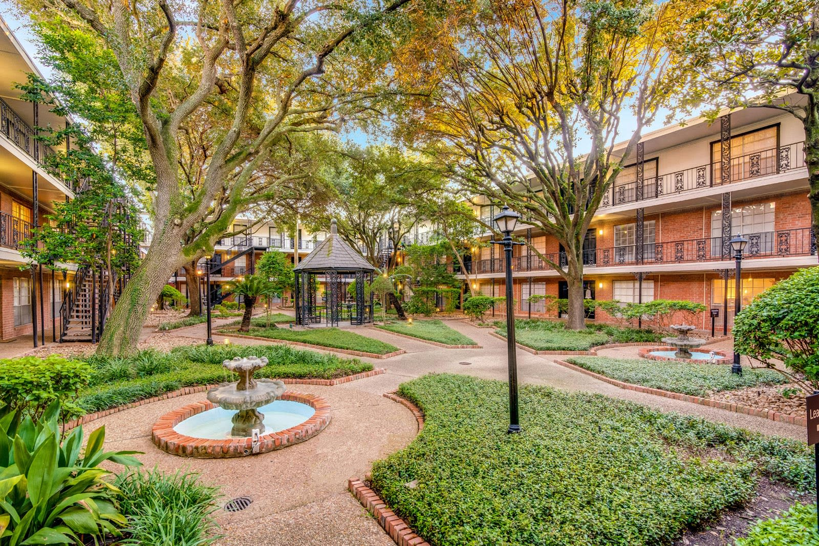 Extensive Outdoor Amenity Spaces at Allen House Apartments, Houston, 77019