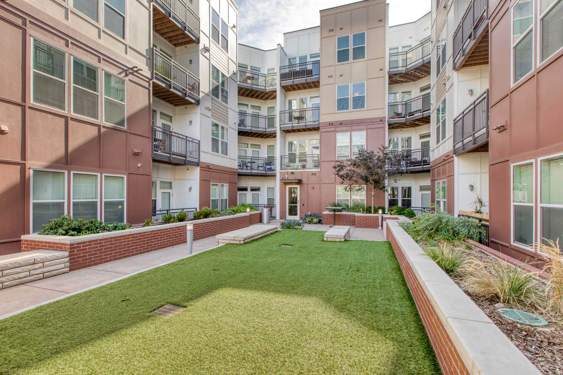 Pet Courtyard at Centric LoHi by Windsor, Denver