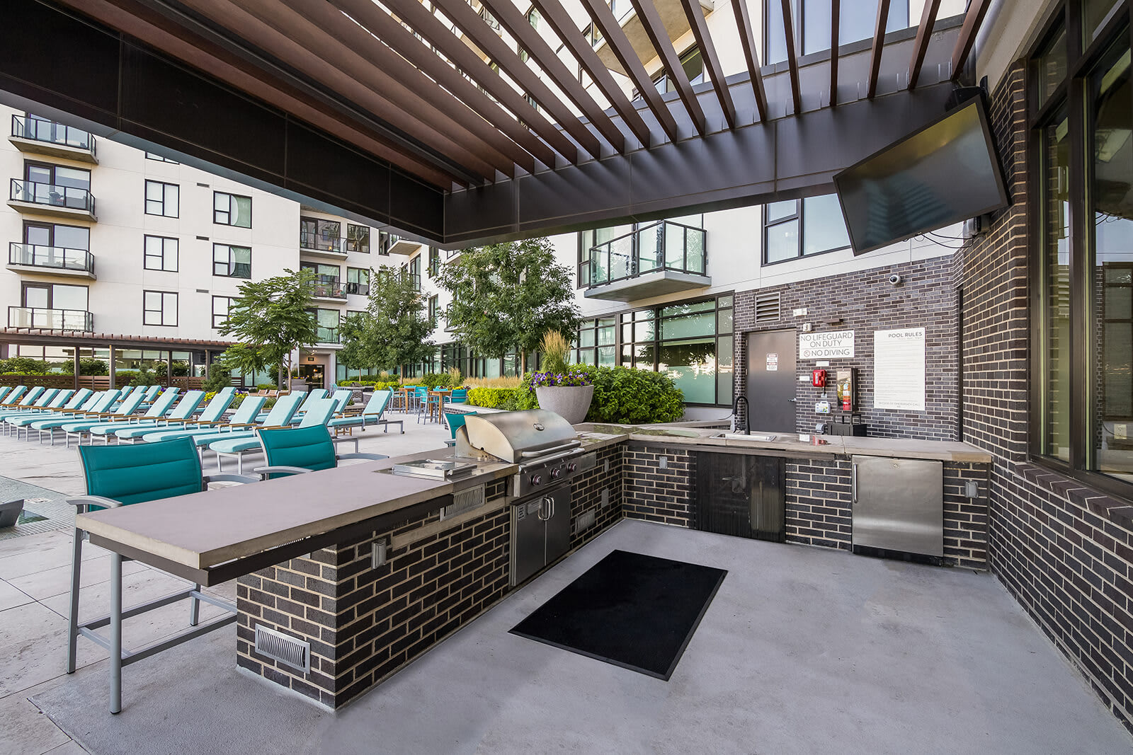 Outdoor Grilling Station and Dining Area at 1000 Speer by Windsor, 80204, CO