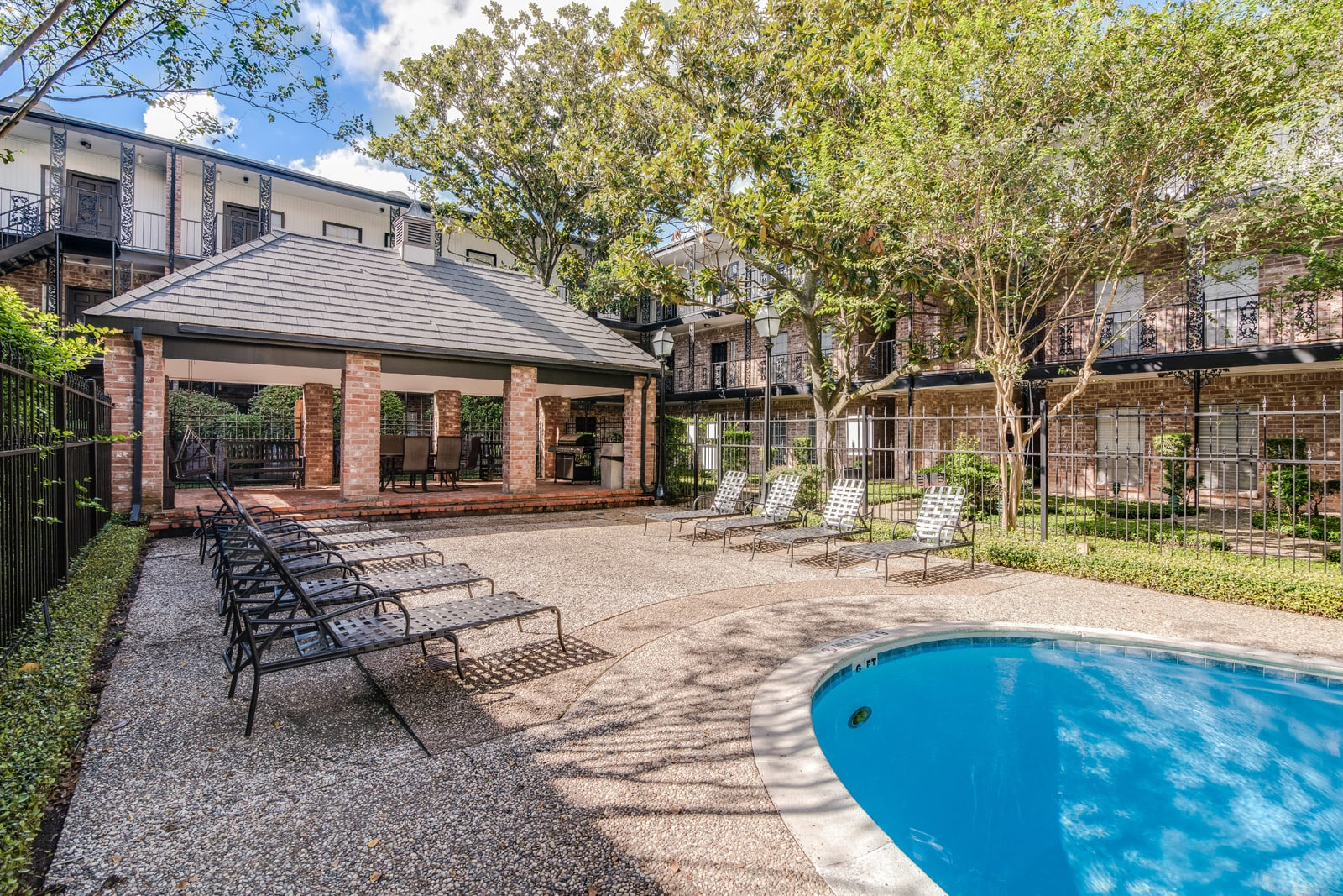 Barbecue Area and Sundeck by Pool at Allen House Apartments, Houston, TX