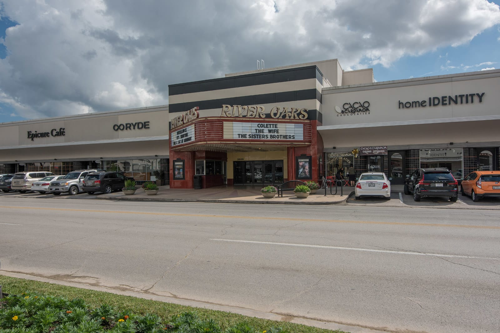 River Oaks Movie Theater near Allen House Apartments, Houston, TX