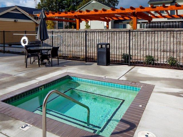 The Landing Apartments Outdoor Spa