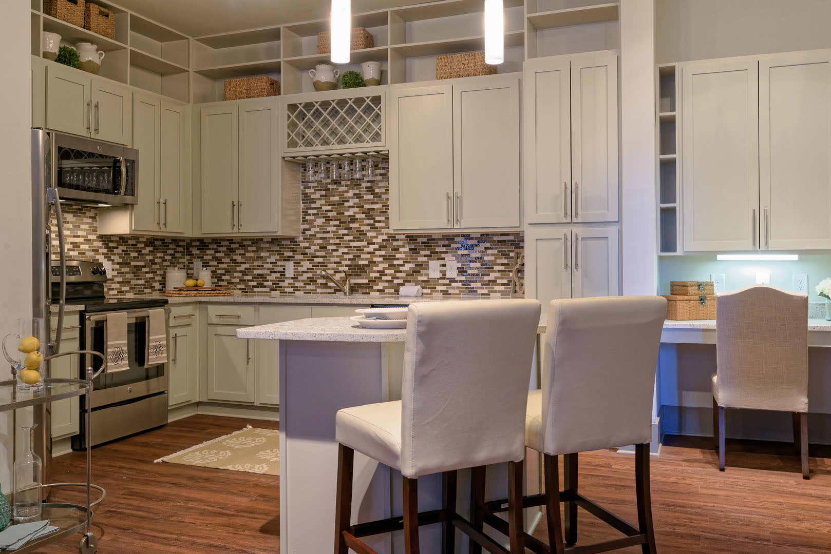 Kitchen and dining area at 1160 Hammond Apartments in Sandy Springs, GA