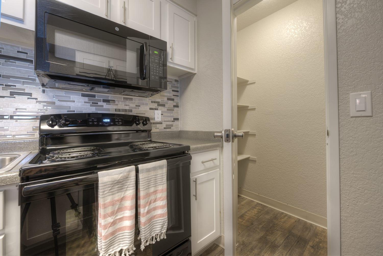 Fitted Kitchen Appliances at Vizcaya Hilltop, Reno, NV, 89523