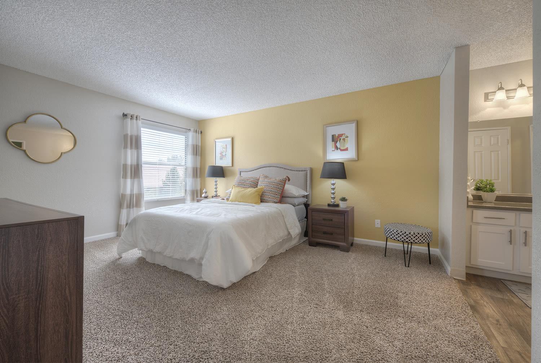 Spacious Bedrooms With en Suite Bathrooms at Vizcaya Hilltop, Reno