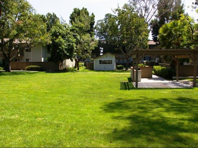 Barbecue and Picnic Area at Stoneridge Apartments, Upland, CA,91786