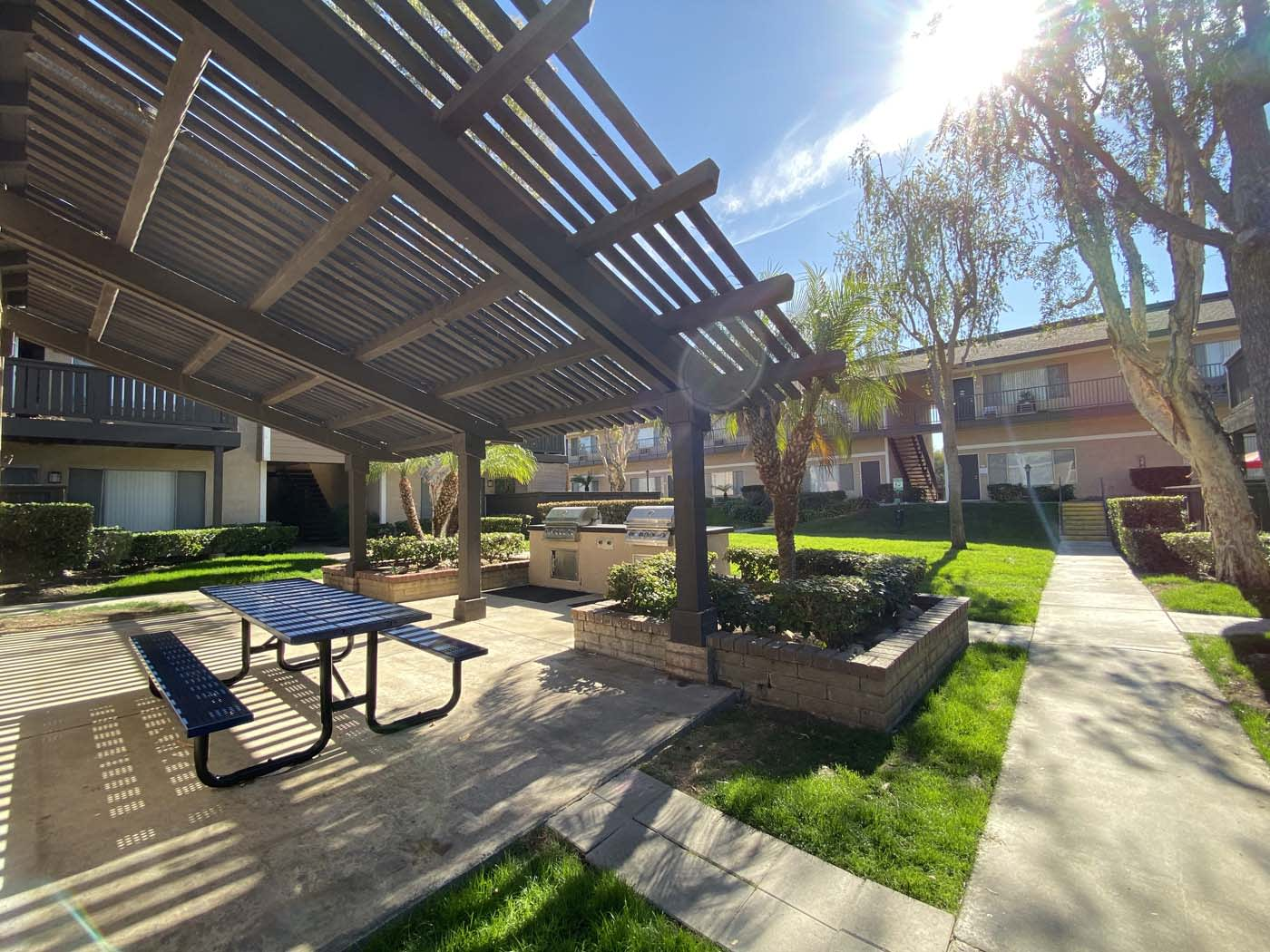Courtyard With Bbq Area And Gardens at Stoneridge Apartment, Upland, California