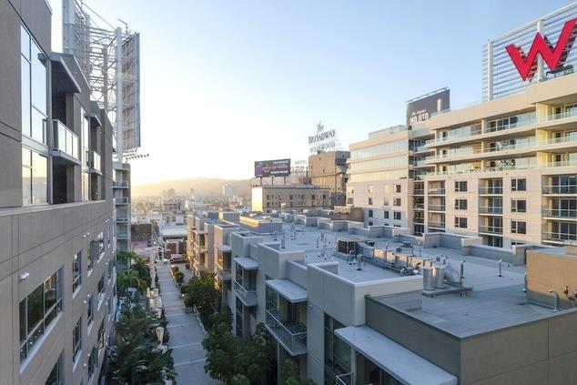 Home Community at 1600 Vine Apartment Homes, Hollywood, California