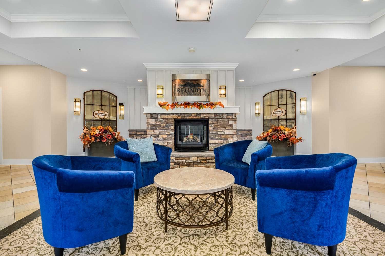 Resident Lounge at Reunion at Redmond Ridge, Redmond, WA