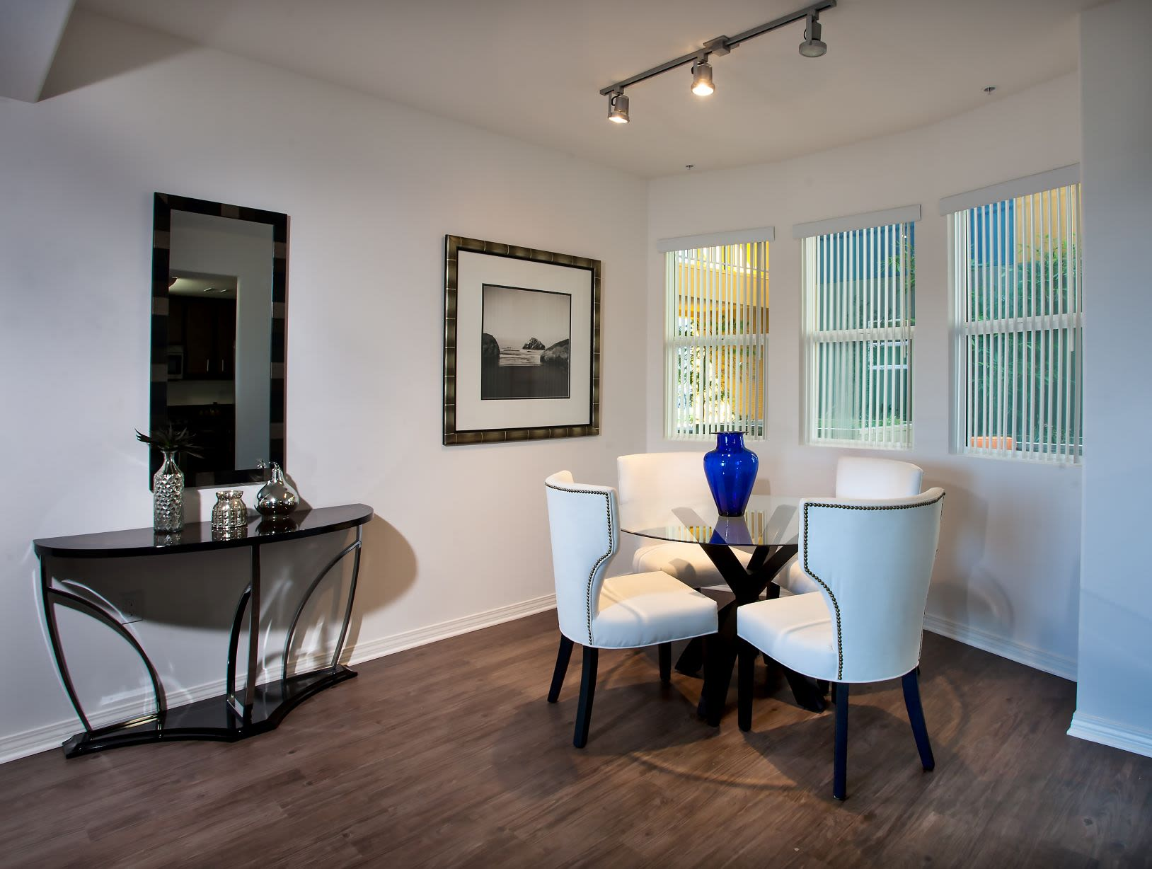 Photos And Video Of Legacy Apartment Homes In Northridge Ca