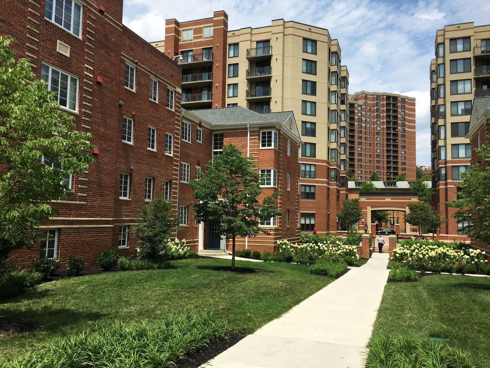 Arlington Apartments for Rent | Woodbury Park at ...