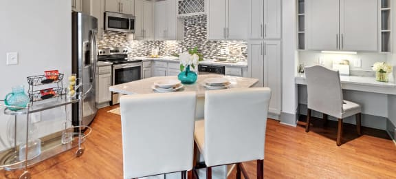 Kitchen cabinets at 1160 Hammond in Sandy Springs, GA