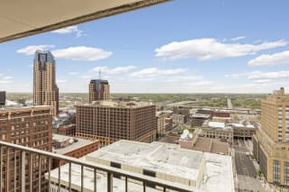 Kellogg Square Apartments in St. Paul, MN 2 Bedroom plus Den, 2 Bathroom Apartment Downtown Views