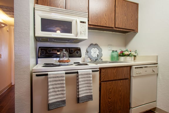 KItchen at Casa Bella Apartments in Tucson AZ 4-2020