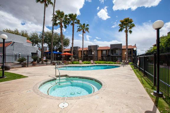 Pool and spa at Casa Bella Apartments in Tucson AZ 4-2020